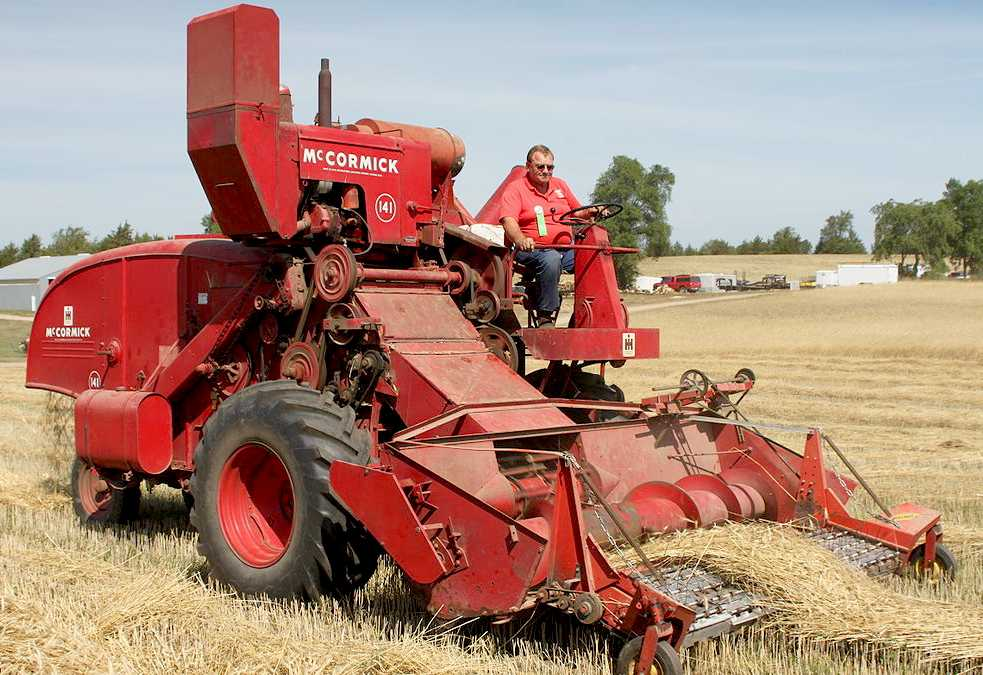 COMBINE HARVESTER INVENTION DEVELOPMENT FARMING